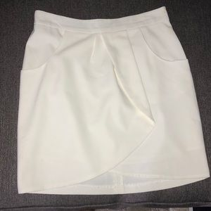 Dresses & Skirts - White skirt with pockets